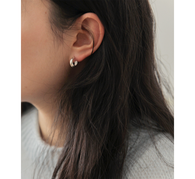Daily hoop silver earring_A