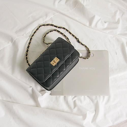 Chic quilted chain leather bag
