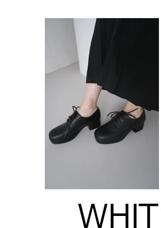 classy strap middle loafer