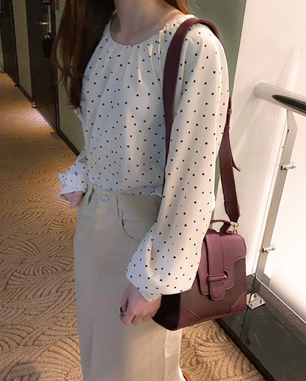 Sweet Heart Round Blouse
