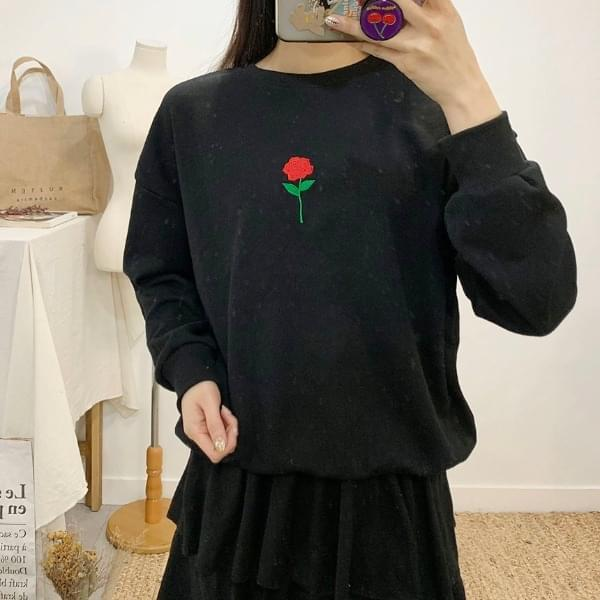 Red Rose Embroidery Round Neck One-to-One