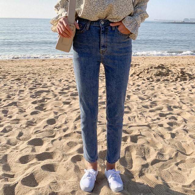 Slim Span Semi-Skinny Jeans