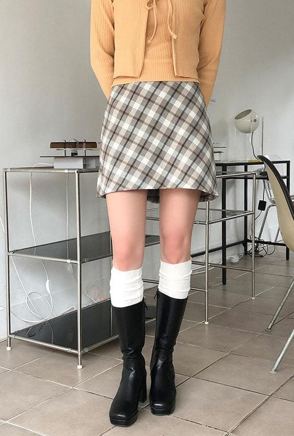 Uni-check miniskirt * in early March * 裙子
