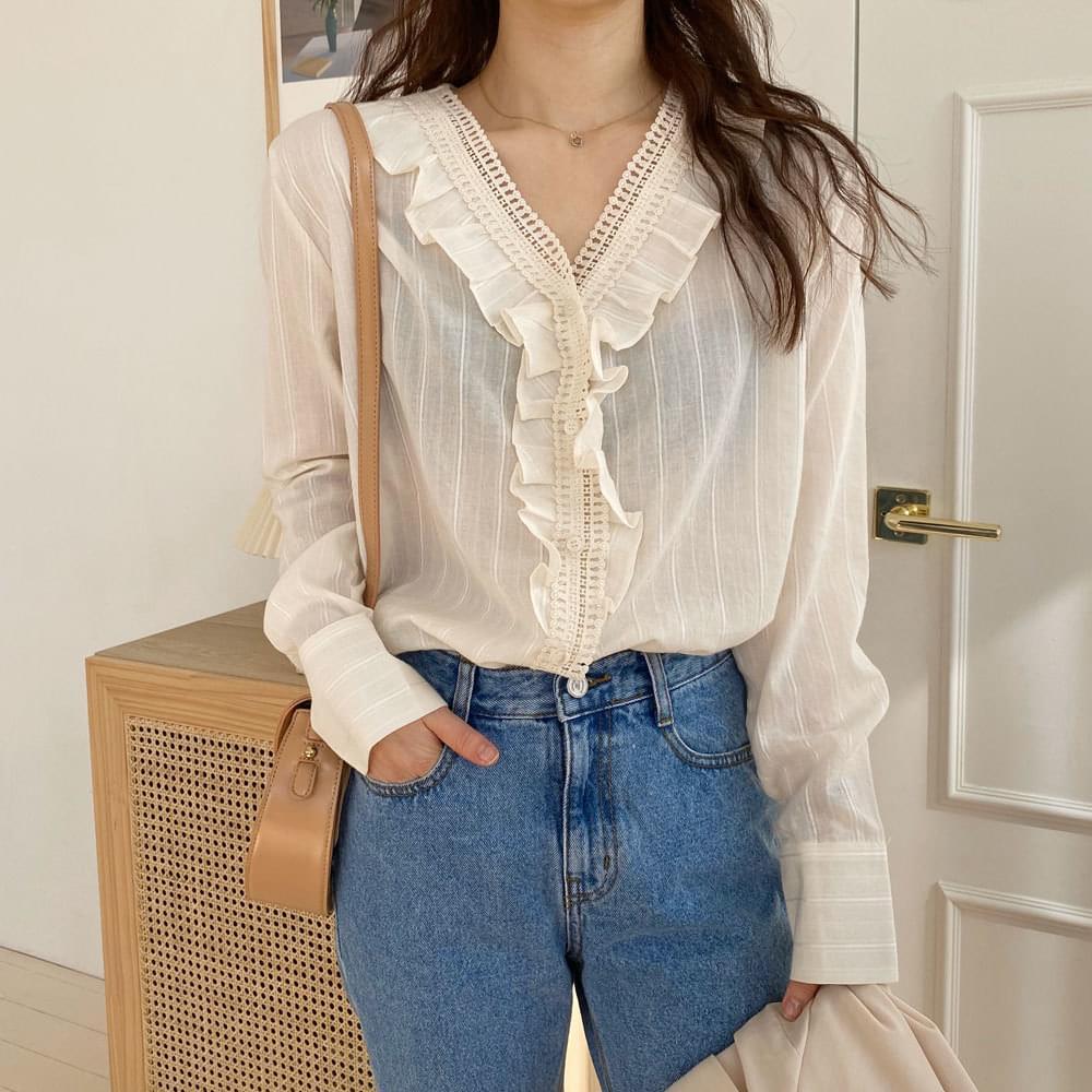 Fresh frill blouse