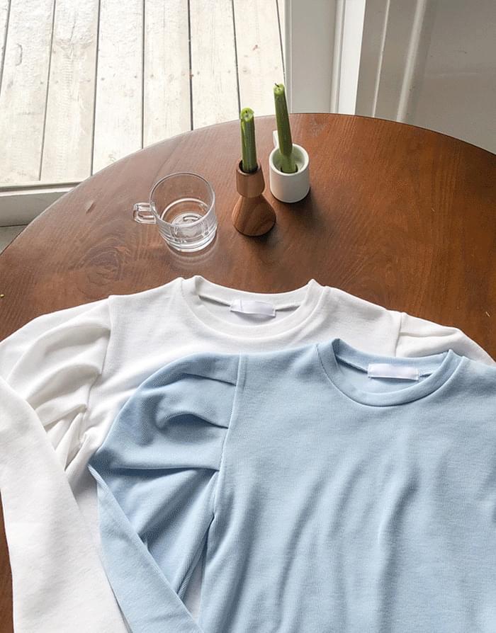 タックボリュームパフスリーブラウンドTシャツ