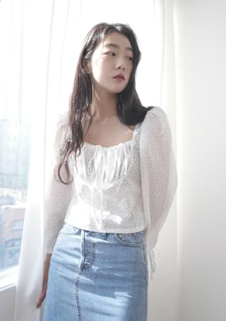 square flower punching blouse
