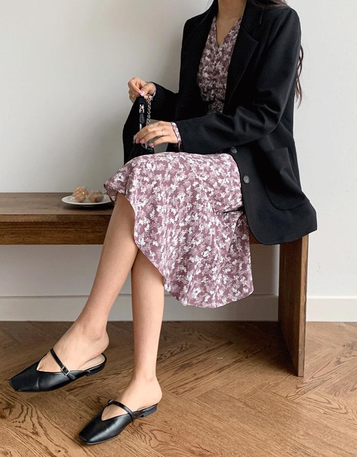 Vネックバストシャーリングフリル裾花柄ワンピース