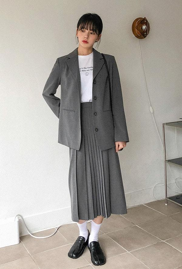 Four-button single jacket with accordion middle skirt スカート
