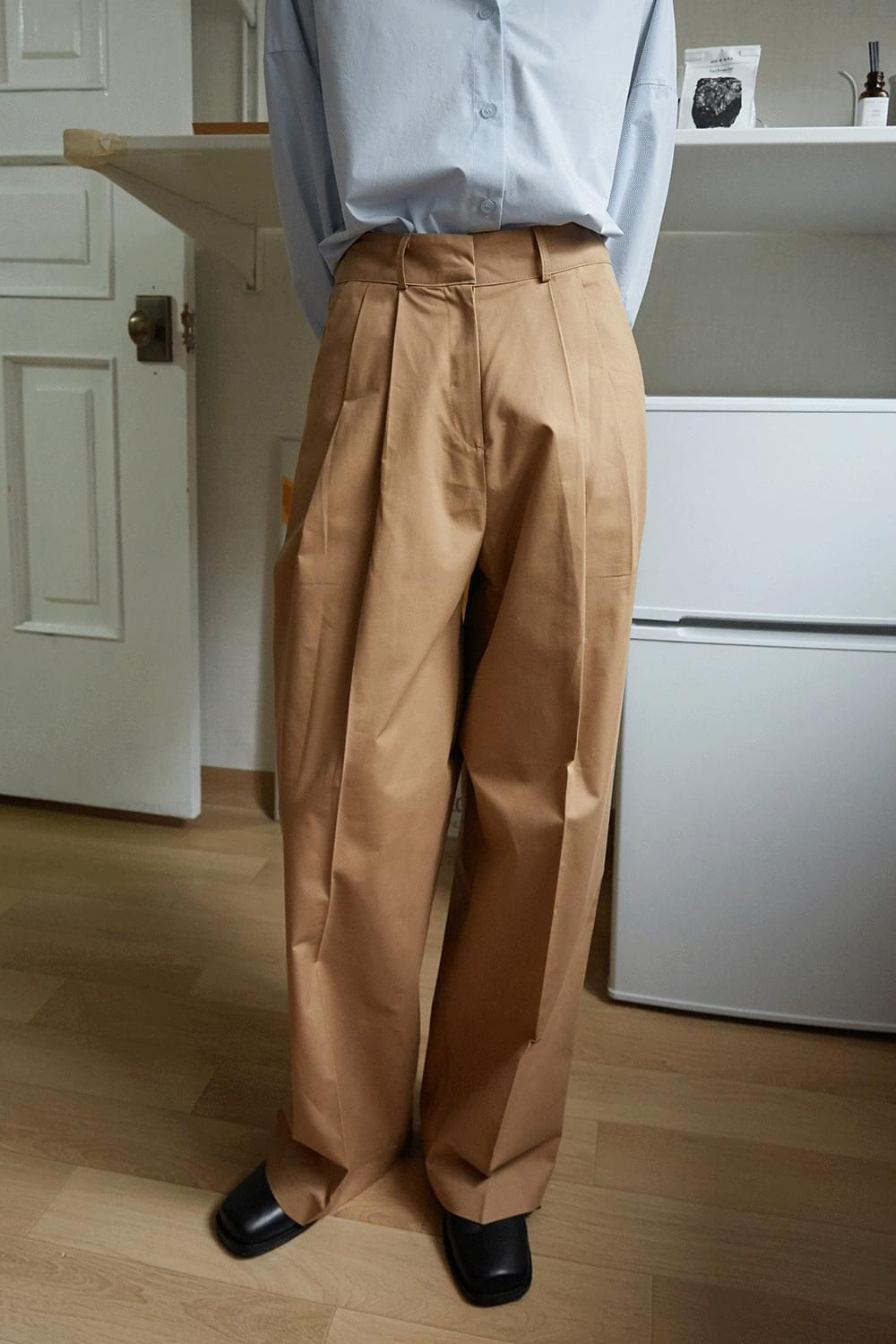 matt cotton tuck pants (beige)