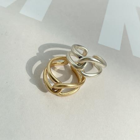 Minimalist twist ring