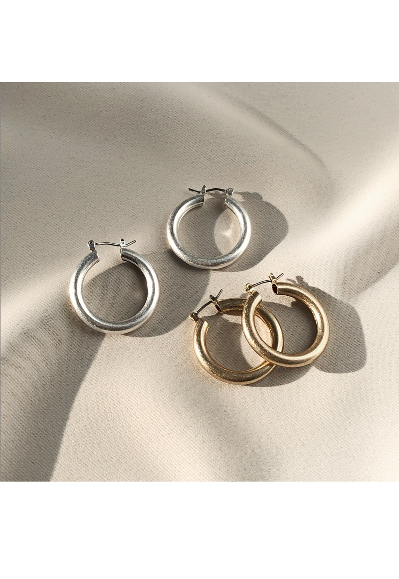 Round simple earrings