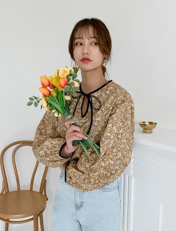 Flower Puff Sleeve Ribbon Blouse 襯衫