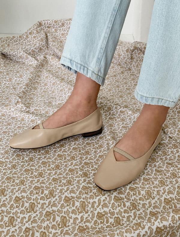 Bending detail flat shoes フラット
