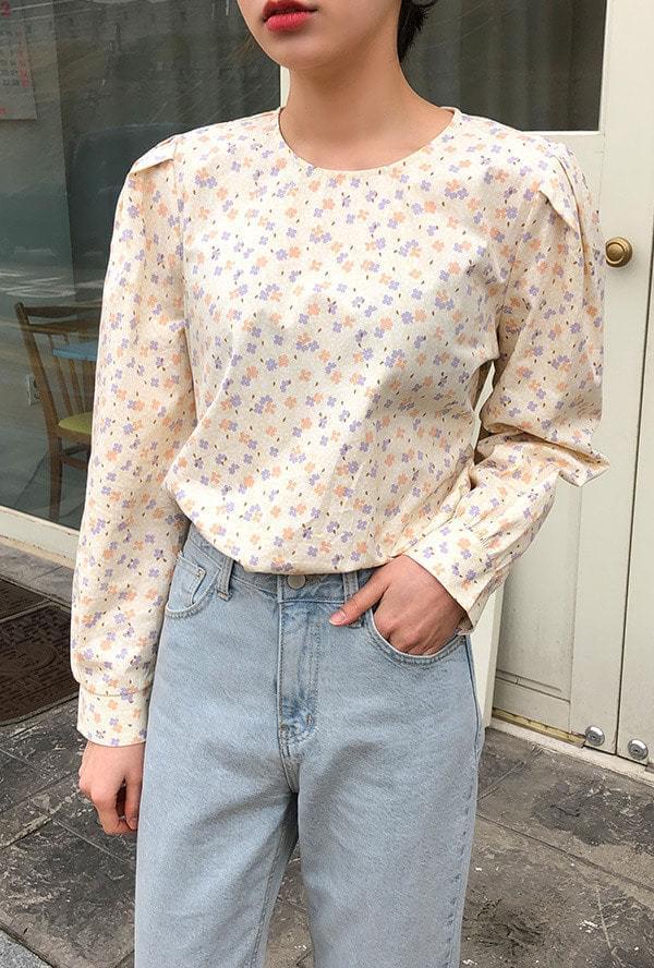 Spring puff blouse ブラウス