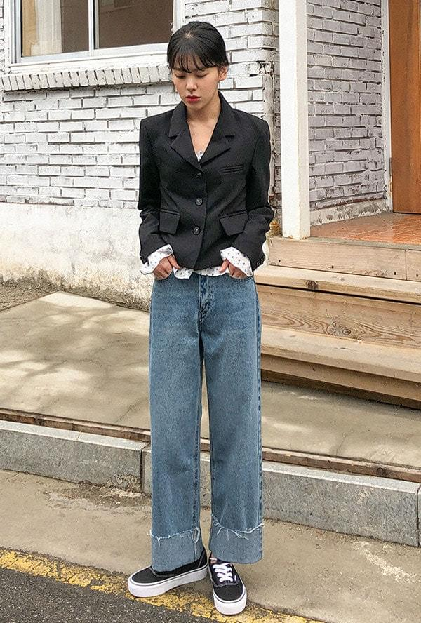 Rolled up blue washed jeans 牛仔褲