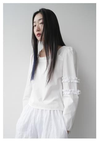 square-neck frill blouse (2colors)