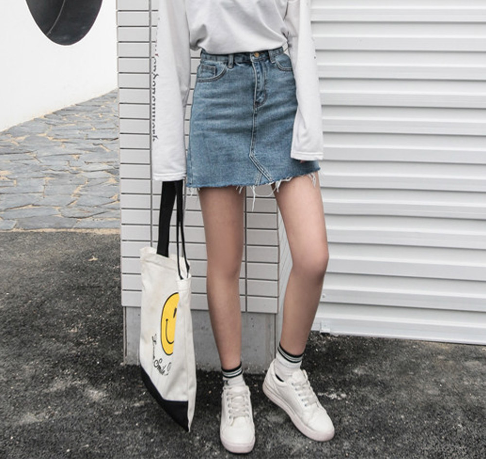 Pretzel Cutting Denim Skirt