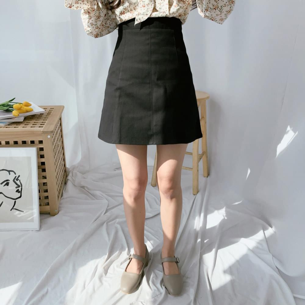 Spring cut mini skirt