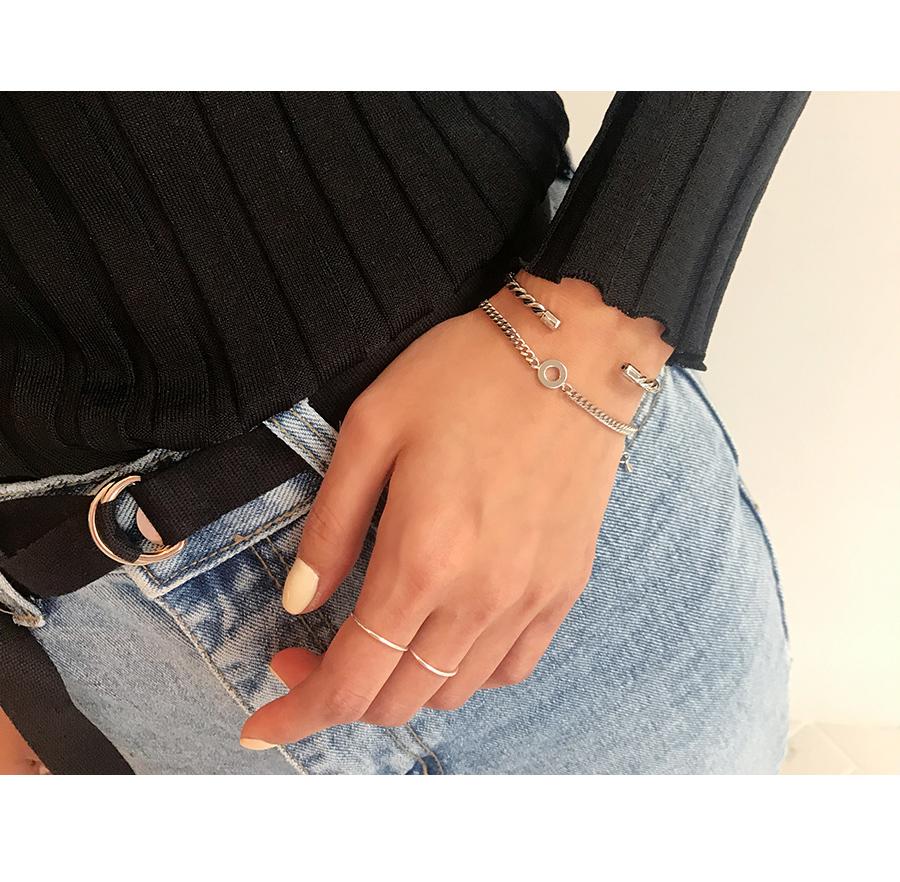 Simple twist bracelet