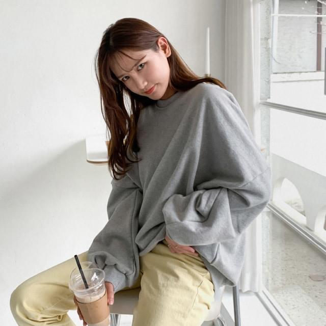 Simple round neck loose fit sweat shirt 長袖上衣