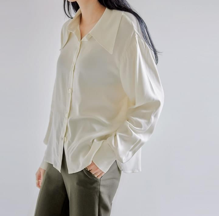 MOCOCO SILKY SHARP COLLAR BLOUSE 襯衫