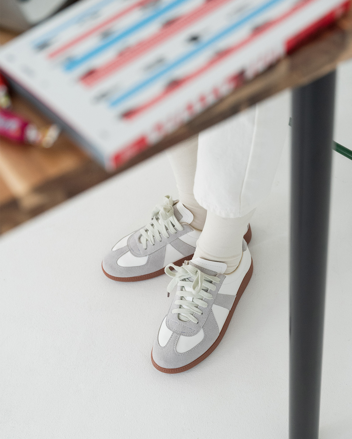 suede point sneakers