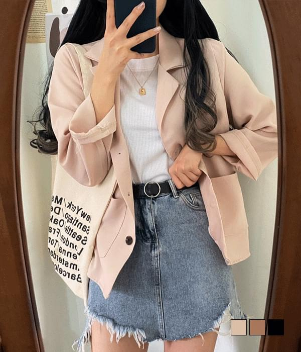 Light loose-fit button jacket