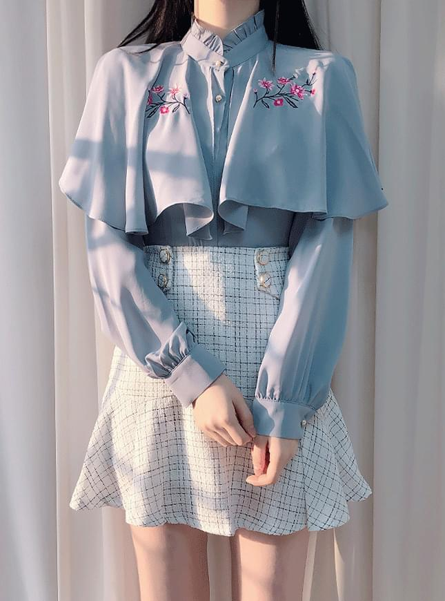 ♥ Flower embroidery cape blouse