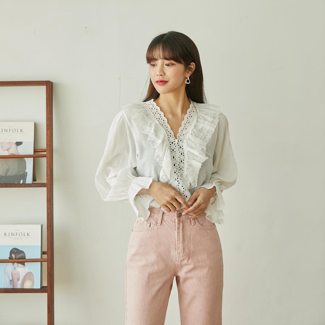 Wai Shirring Lace Blouse
