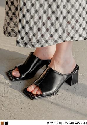 CLUE SQUARE MIDDLE HEEL