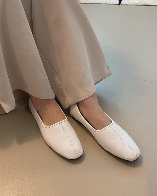 Milky stitch flat shoes