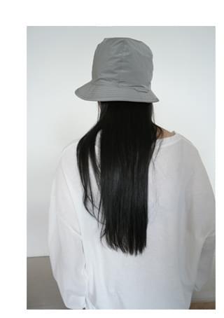 casual semi bucket hat