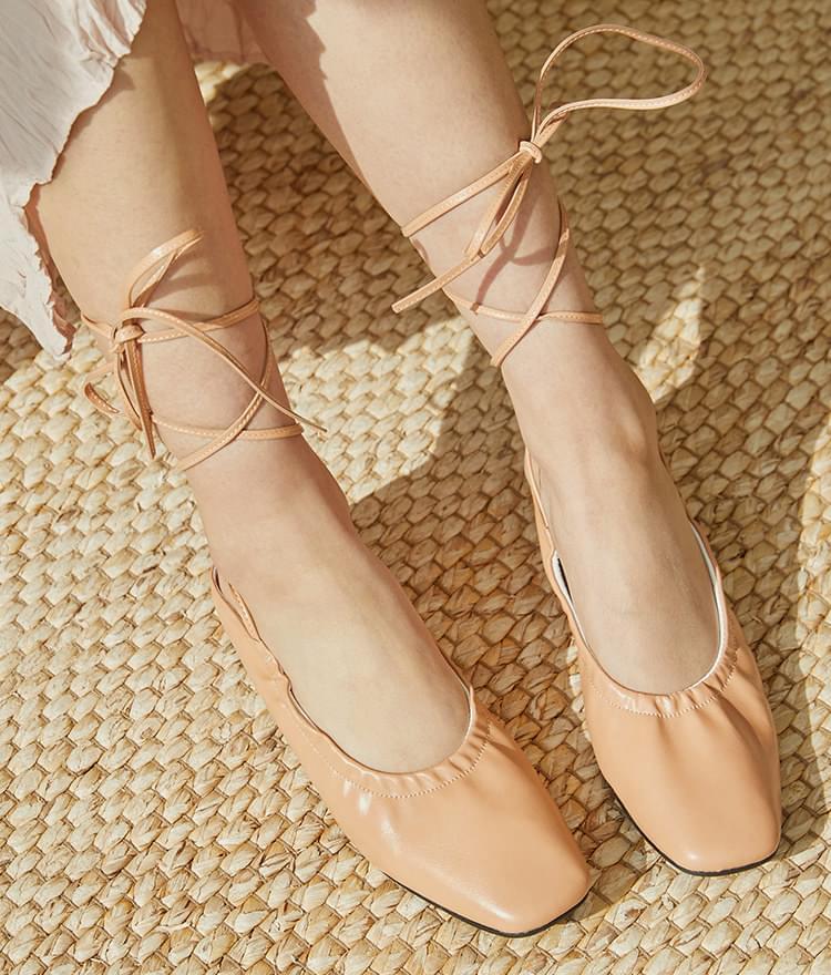 Wrinkled strap shoes