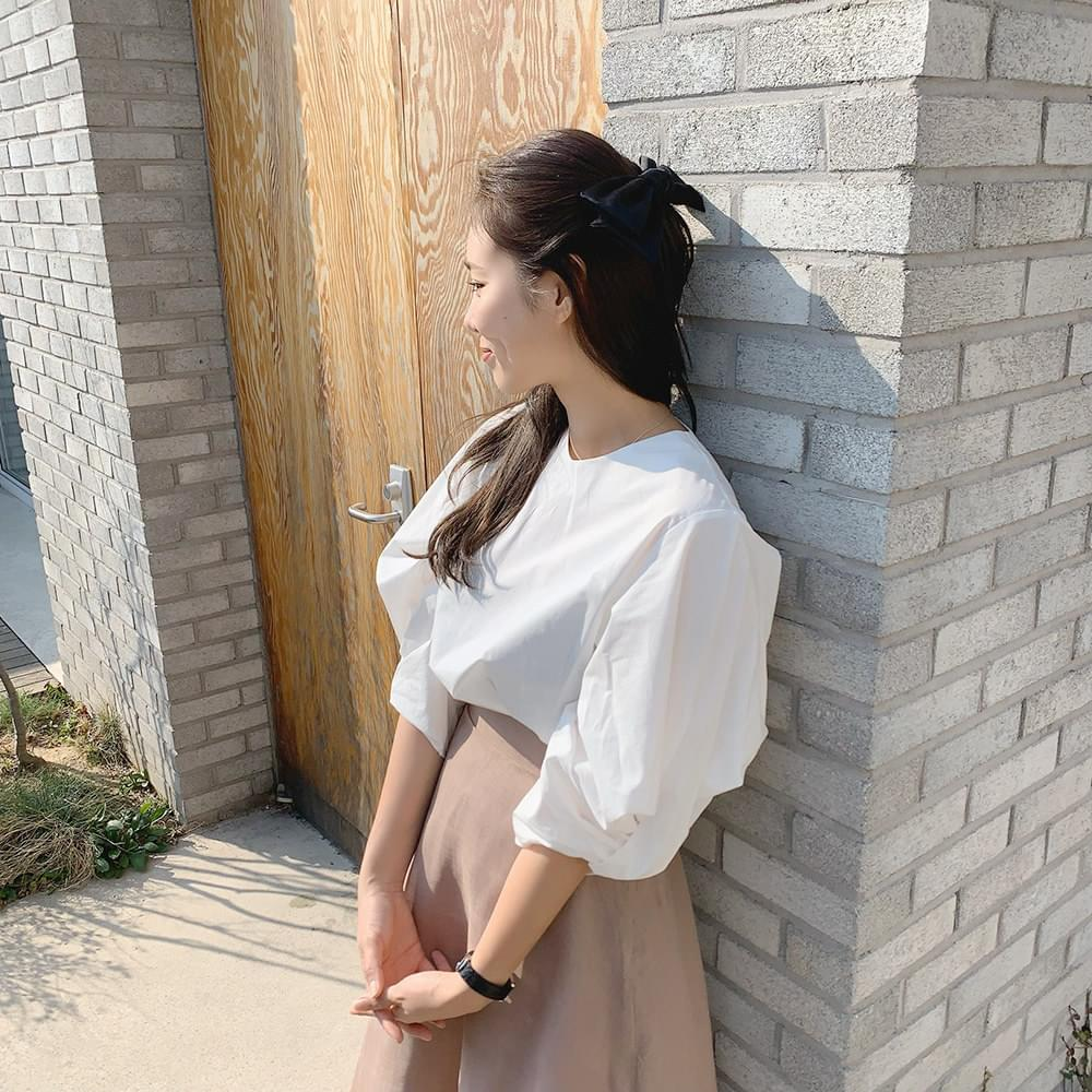 Twisted puff blouse