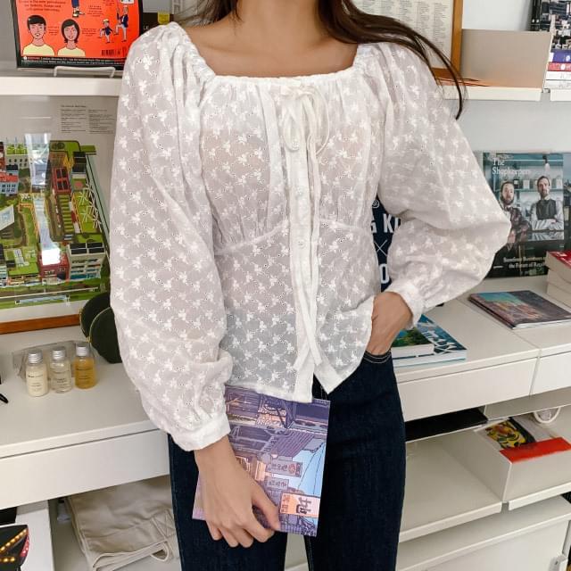 Off-shoulder strap punching blouse