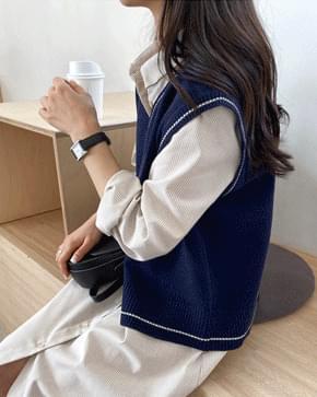 Lining V-neck knit vest