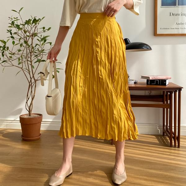 Small pleated skirt