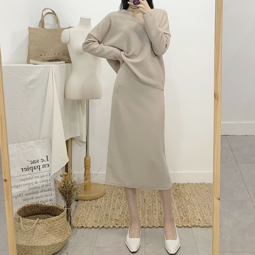 Returns knit long skirt