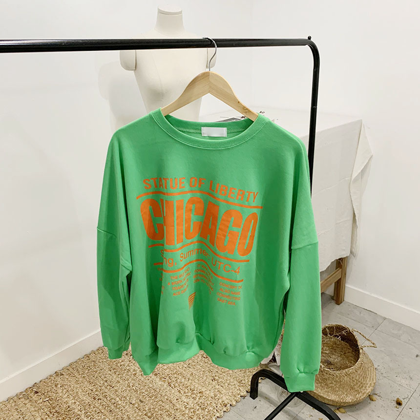 Chicago lettering color round sweat shirt