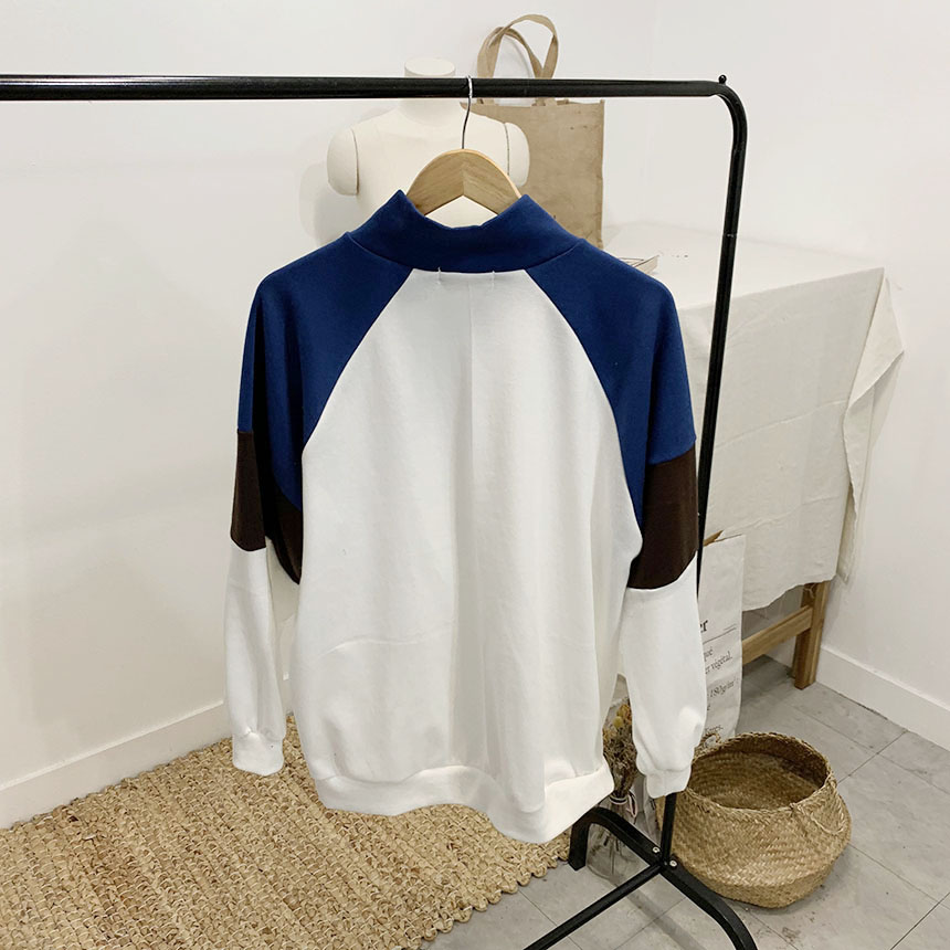 Emotion color lettering anorak sweat shirt
