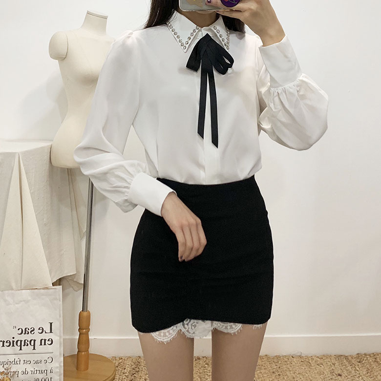 Terry cubic brooch blouse