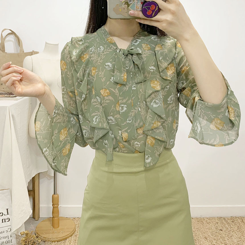 Terry frill flower ribbon blouse