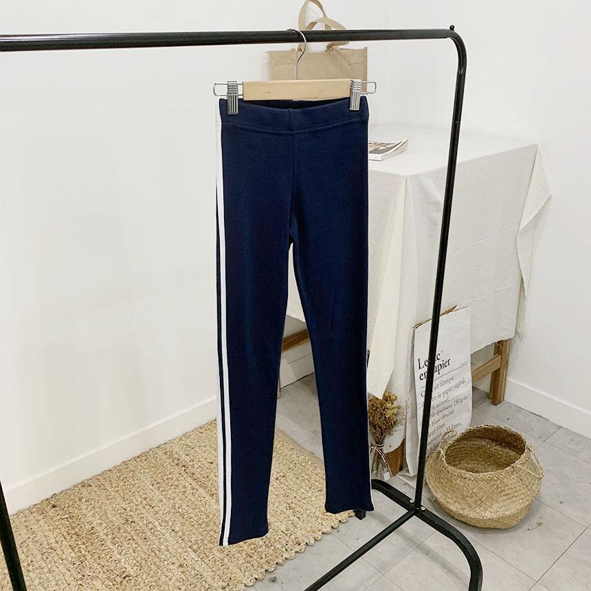Rending on color line leggings