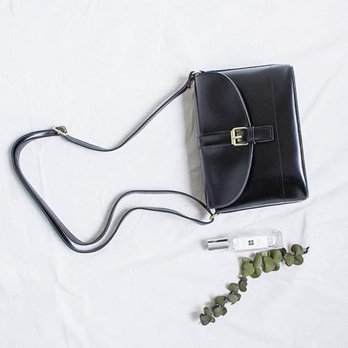 Joy Buckle Cross Bag 肩背包