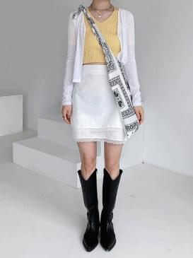 Lace pulls mini skirt