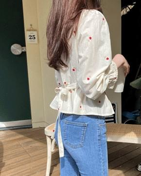 Lovely embroidery flower blouse 襯衫