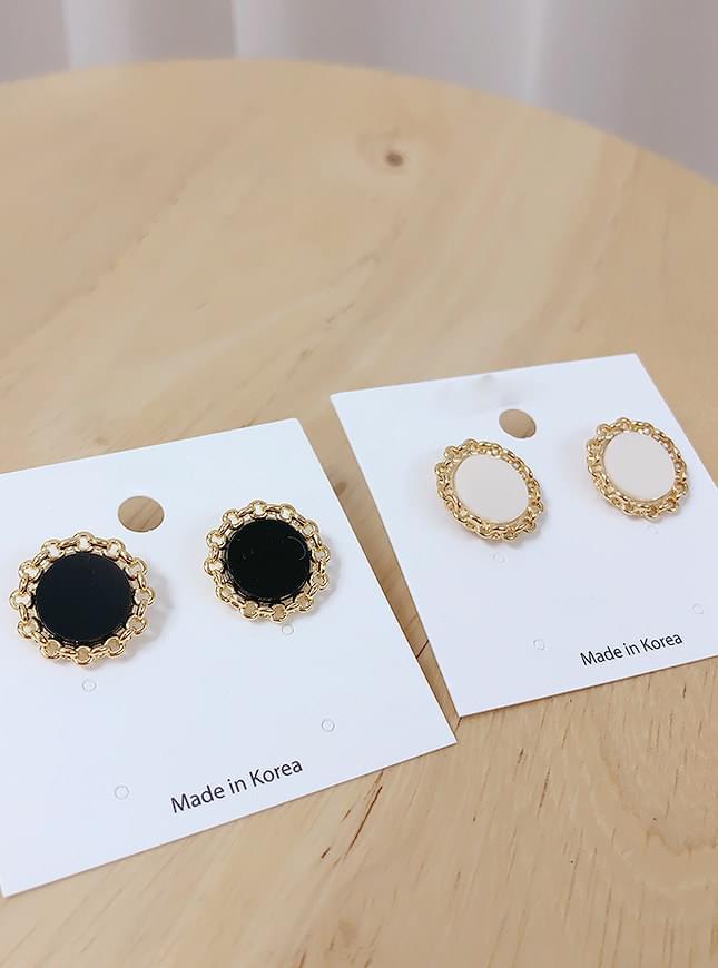 Friend round earrings
