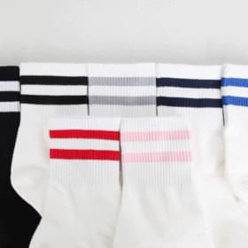 1 + 1 two lines good socks