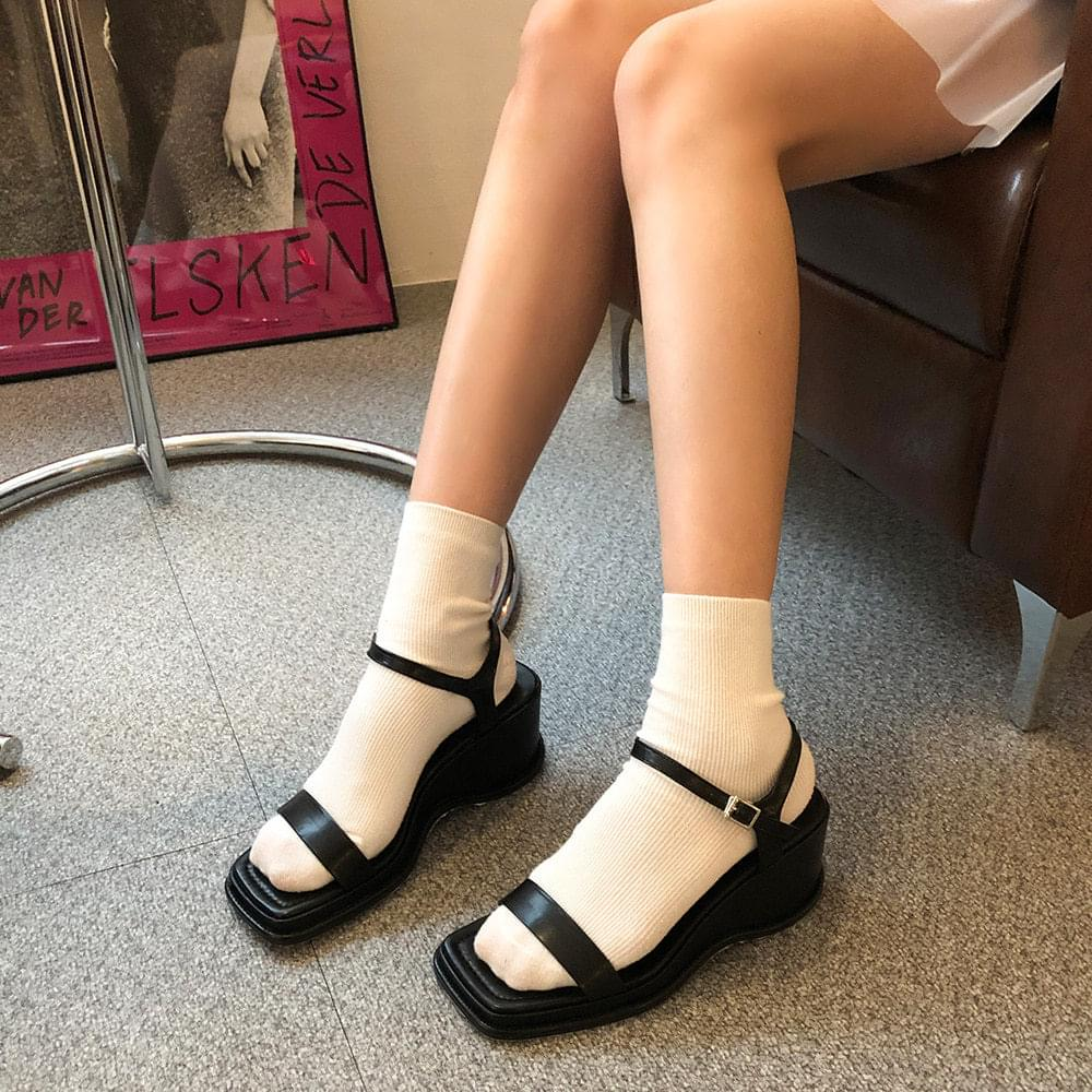 Fridin Strap Shoes パンプス
