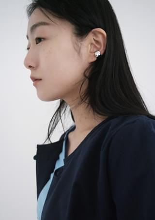 bulky ring ear-cuff